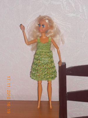 Вяжем игрушечную одежду, платье кукле. Вязаный кукольный сарафан. Миниатюрное вязание. Своими руками