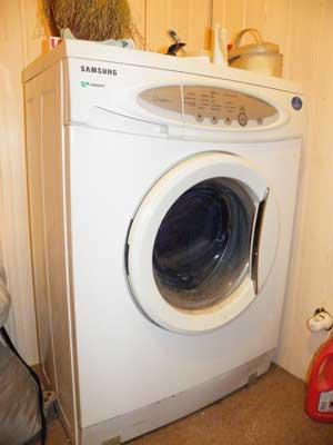 стиральная машина, не крутится барабан, течет вода, нет слива
